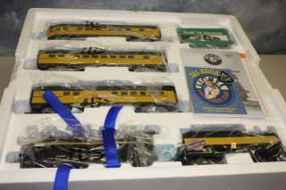 Lionel Menards Chicago & Northwestern Locomotive Train set O Scale NIB
