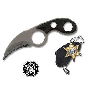 Smith & Wesson Plain Blade Badge Neck Knife Sports