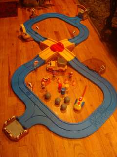 FISHER PRICE SESAME STREET RADIO CONTROL RC CONSTRUCTION ROADWAY SET